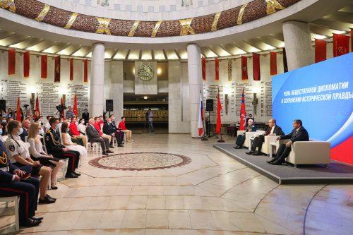 Студенты ФИиПО на встрече с министром иностранных дел С.В.Лавровым